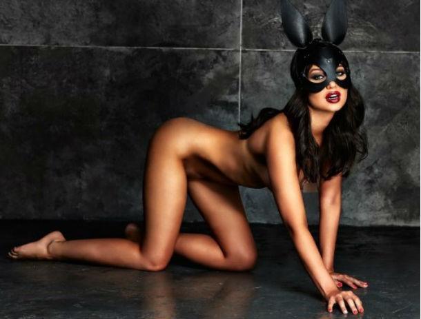 «Стервозную» звезду Playboy из Ростова заставили на телешоу неделю жить с неадекватным нудистом