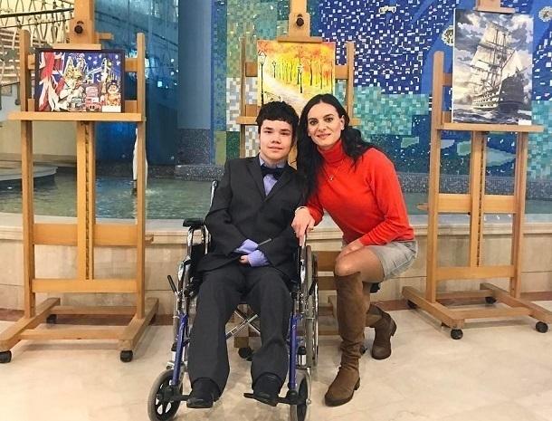 Елена Исинбаева прославила «упорного» жителя Новочеркасска, который пишет картины зубами