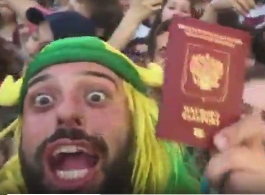 Фанаты отчаянного бразильца, ставшего мемом в Ростове, умоляют дать своему герою гражданство