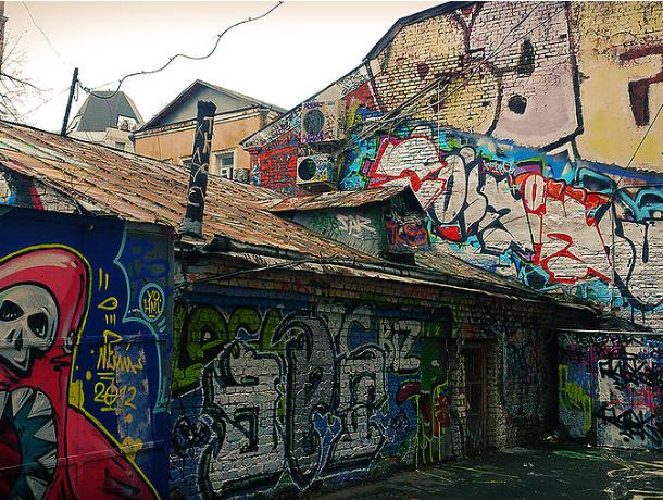 Авторов граффити и расклейщиков уличных объявлений будут штрафовать в Ростовской области