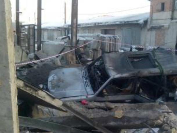 Гараж «взлетел на воздух» вместе с машиной в Ростовской области