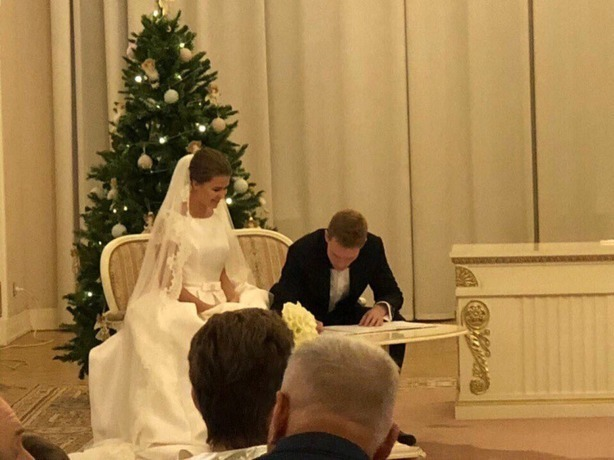 Одним завидным холостяком меньше: полузащитник ФК «Ростов» 24-летний Павел Могилевец женился