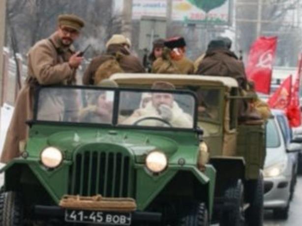 Более 100 машин устроили автопробег по Ростову в честь 75-летия освобождения от фашистов