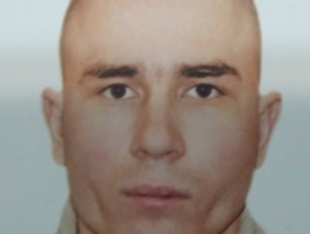 Молодой бритоголовый зеленоглазый мужчина пропал по дороге на работу в Ростовской области