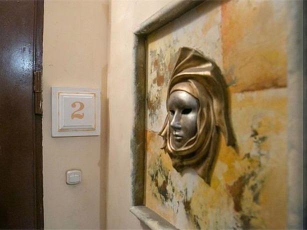 Ростовский художник сделал из обшарпанного и унылого подъезда вторую Третьяковскую галерею