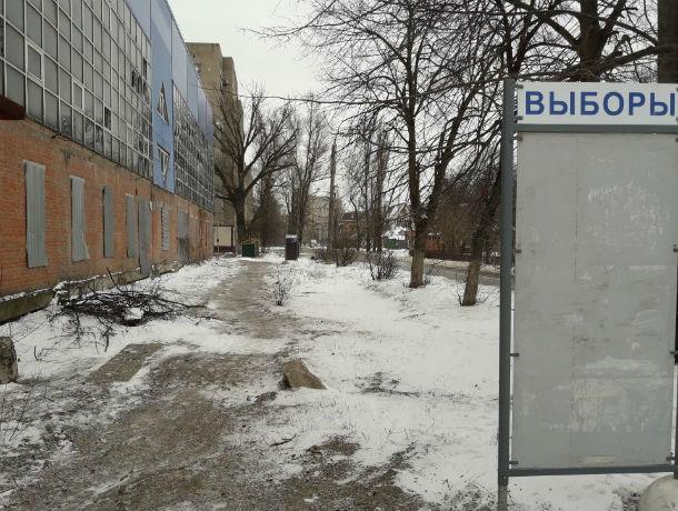 «Летающие инопланетяне» расставили по Ростову информационные стенды перед выборами, - уверены горожане