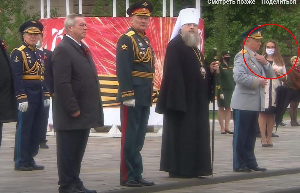 В Ростовской области чиновники вышли на парад без масок и не соблюдая социальную дистанцию