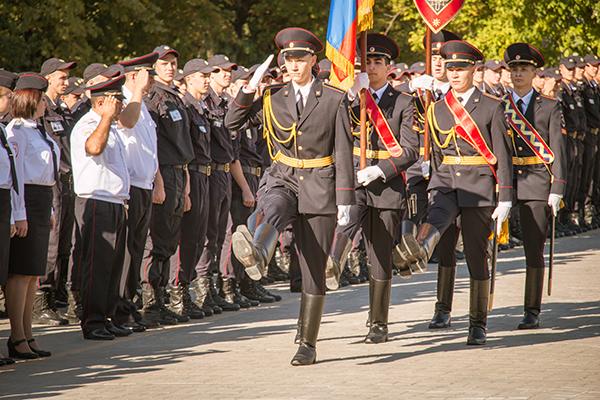 Курсантам Сибирского Юридического института вручили первые звания