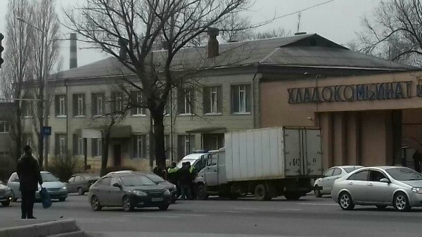 ВРостове фургон протаранил мчавшуюся карету скорой помощи