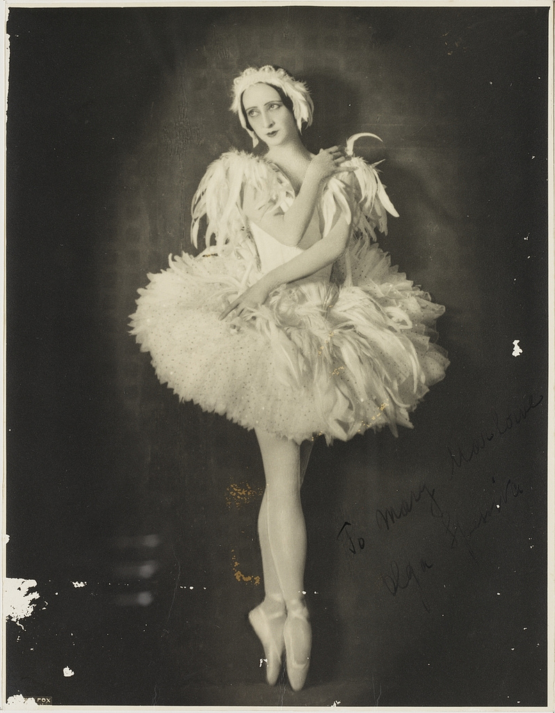 Olga_Spessiva_in_Swan_Lake_costume,_1934_photographer_Sydney_Fox_Studio,_3rd_Floor,_88_King_St,_Sydney.jpg
